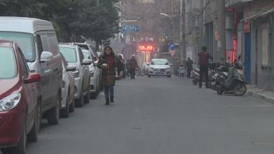 背街小巷改造中停车位被覆盖 居民总被贴单处罚
