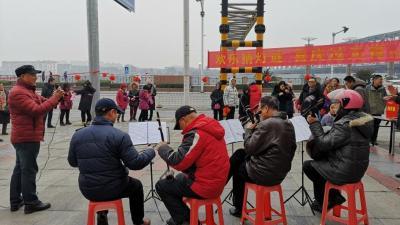 """望江街社区开展了""""欢乐猜灯谜喜庆过元宵""""活动"""