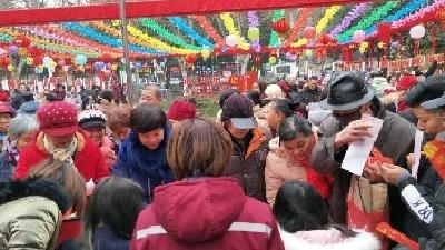 """襄阳茂盛社区与新华公园举办了""""庆元宵、闹花灯、猜灯谜""""活动"""