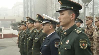 春节将至 郄英才为驻军官兵送祝福