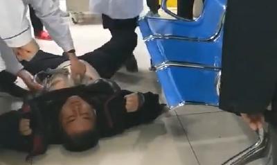 46岁男子突发心梗 医护人员走廊上救人
