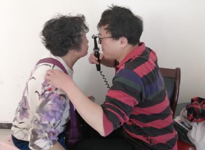 关爱老年人视力 白内障免费检查