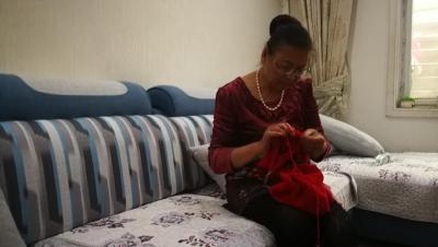 女儿吕珺:第38件毛衣妈妈将亲自给你穿上