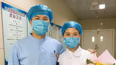 护士夫妻相伴守护生命 忙并幸福着