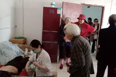 十家庙社区开展65岁以上老人体检活动