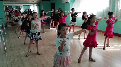 襄阳市青少年活动中心开展暑期免费公益课