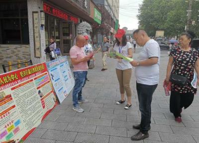 火车站美食街,雄风社区开展平安建设宣传活动