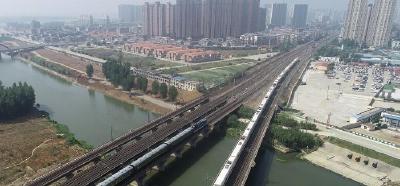 襄阳铁路工务段扎实推进铁路沿线环境整治