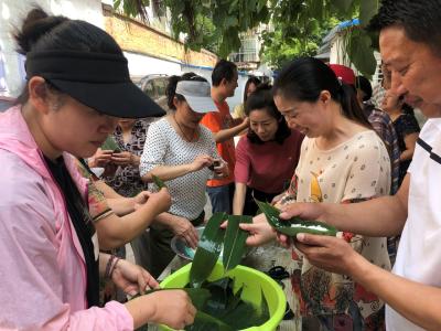 社区举办包粽子比赛活动——粽叶飘香迎端午 幸福和谐邻里情