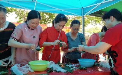 建新路社区:端午品香粽,美味万家颂
