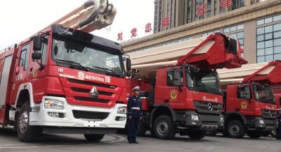 72米登高平台消防车!襄阳市民在路上看到这辆车别惊讶!
