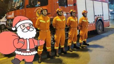 """一群圣诞老人,正在派送""""安全大礼包"""",打开看看吧!"""