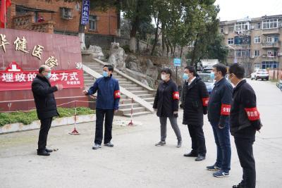 六化建董事长、总经理胡二甫实地查看六化建襄阳生活基地疫情防控工作并看望公司志愿者