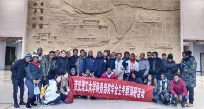 武汉理工大学国际教育学院组织来自17个国家、不同的专业的38名硕博留学生莅临襄阳市规划展览馆参观学习