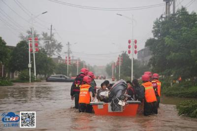 襄信河南!襄阳消防紧急转移受困群众超200人!