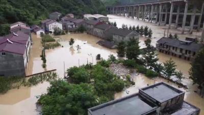 南漳:干群携手     重建家园