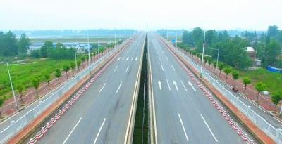 城南现代服务区道路框架日趋完善
