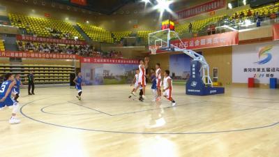 青少年男子篮球比赛在县奥体中心开幕