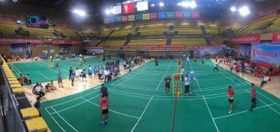 市五运会职工羽毛球比赛在县奥体中心体育馆开赛