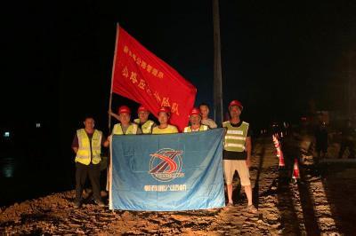 蕲春公路管理局连续作战抢通水毁公路