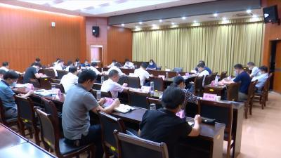 视频丨赵少莲主持县委理论学习中心组学习