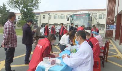 云梦县曾店镇干部群众献血传递爱心