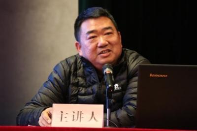 刘季平:高举习近平新时代中国特色社会主义思想伟大旗帜 开创全县基层统战工作新局面