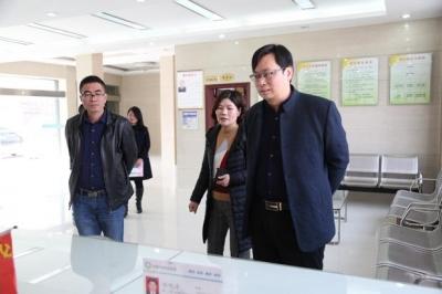 武穴市审改办与政务服务管理办公室工作人员来通城参观学习