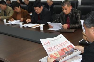 看两会 谈感想 再前行——通城县纪检监察干部热议宪法修正案
