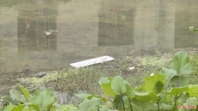 秀水河上游原宝塔砂布厂河段,河内垃圾无人清理