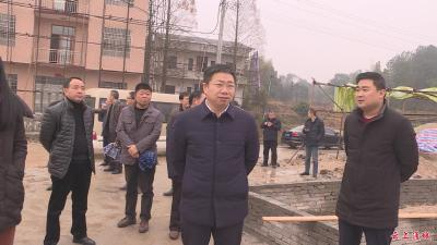 刘明灯督办麦市镇乡村振兴示范点建设和精准扶贫工作
