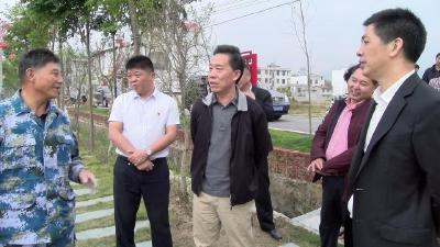省政协副主席、民建湖北省委主委郭跃进来我县调研农村产业扶贫工作