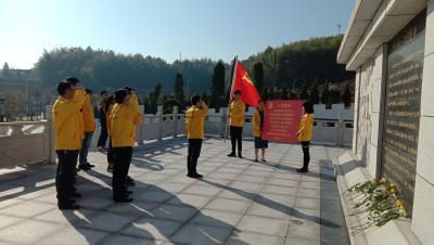 县经济开发区组织企业党员参观马鞍山陵园