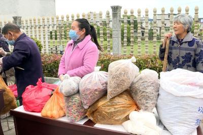 通城县政协汇聚爱心力量帮助关刀镇杨田村25户贫困户销售农产品