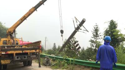 国网通城县供电公司:24小时应急值守 抢修损毁线路