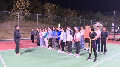 通城县总工会:开展网球培训 助力全民健身