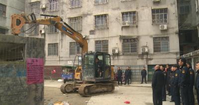 十五年的老建筑 属于违建一样拆