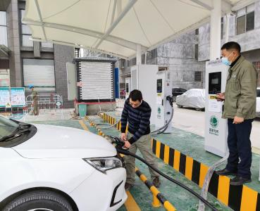 国网通城县供电公司:建设汽车充电站,助力绿色出行