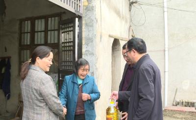 通城县应急管理局:送温暖送关怀走访慰问困难老党员