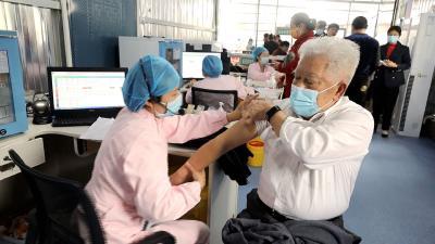 通城县老干部积极接种新冠疫苗 最年长86岁