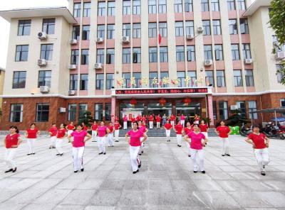 社区居民喜迎建党百年 载歌载舞舞出精气神