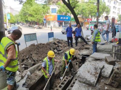 【我为群众办实事】通城县城管执法局抢修坍塌下水道