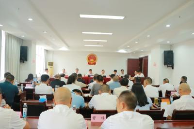 通城县第十八届人大常委会第三十次会议召开
