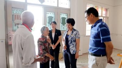 通城县领导看望慰问退休老领导及光荣在党50年生活困难党员