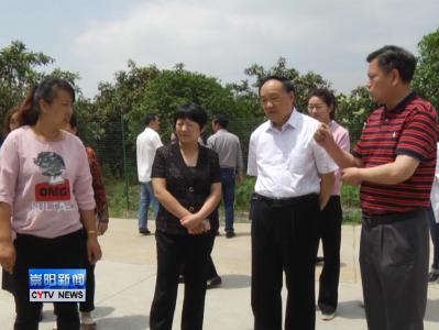 中国计生协会副会长勾清明一行来我县考察生育关怀实施情况