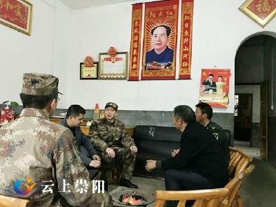 咸宁军分区司令员来承坦赴金塘镇石店村慰问优秀士兵代表