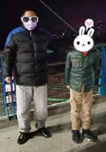 """崇阳:值守交警助力""""熊孩子""""安全回家"""