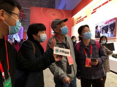 """""""看着看着,落泪了"""" 抗疫专题展览在武汉开幕"""