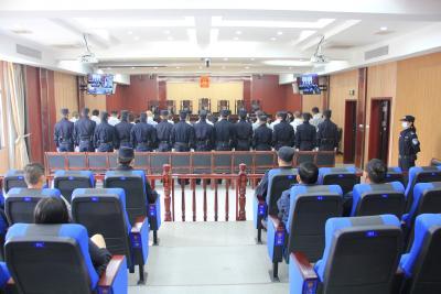 【扫黑除恶】甘俊华等9人涉黑案和陈兵等9人涉黑案在崇阳县法院公开开庭审理