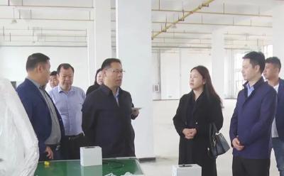 郑俊华赴县经济开发区调研部分在建工业项目推进情况